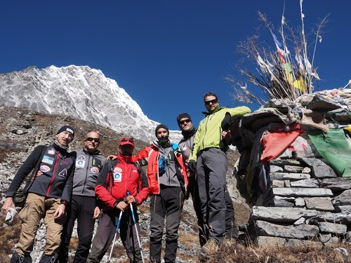 From right to left: Marco Sazzini, Davide Peluzzi, Emanuele Marafante, Giuseppe De Angelis, Giorgio Marinelli and Luca Natali at the Omai Tsho camp (4,600 m, Rolwaling, Nepal)